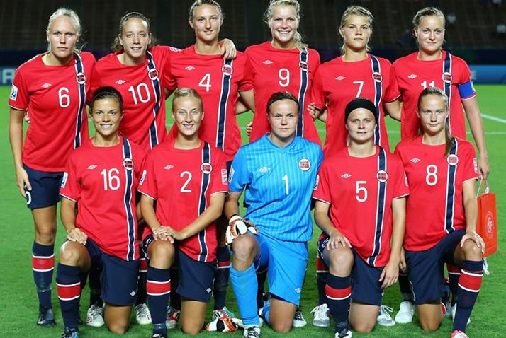 Norway-12-UMBRO-U20-women-home-kit-red-navy-navy-line-up.JPG