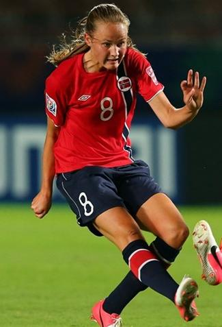 Norway-12-UMBRO-U20-women-home-kit-red-navy-navy.JPG