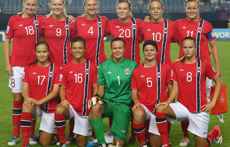 Norway-12-UMBRO-U20-women-home-kit-red-white-red-line-up.JPG