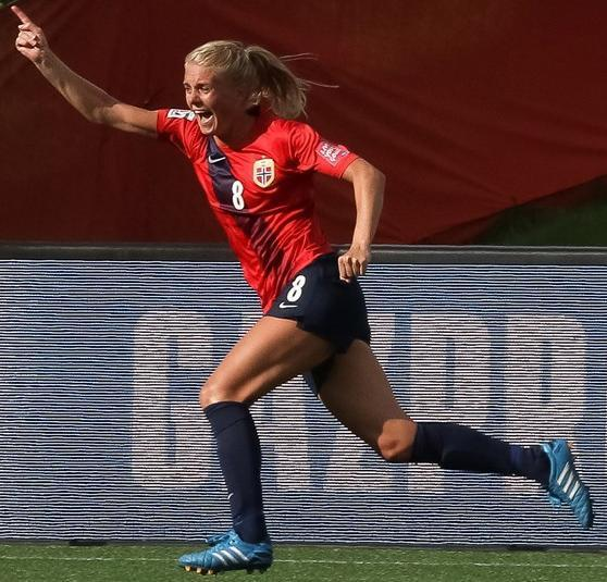 Norway-2015-NIKE-women-world-cup-home-kit-red-navy-navy.jpg
