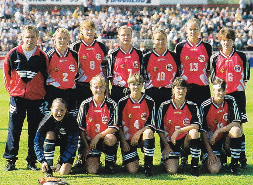 Norway-95-adidas-women-home-kit-red-navy-navy-line-up.jpg