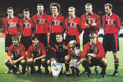 Norway-97-UMBRO-home-kit-red-navy-navy-line-up.jpg