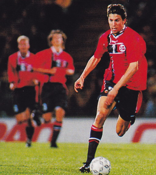 Norway-97-UMBRO-home-kit-red-navy-navy.jpg