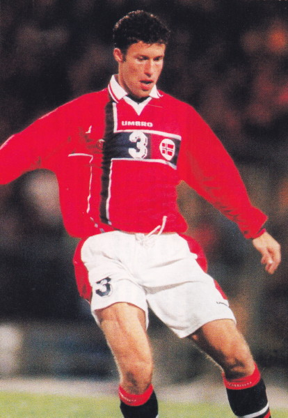 Norway-97-UMBRO-home-kit-red-white-navy.jpg
