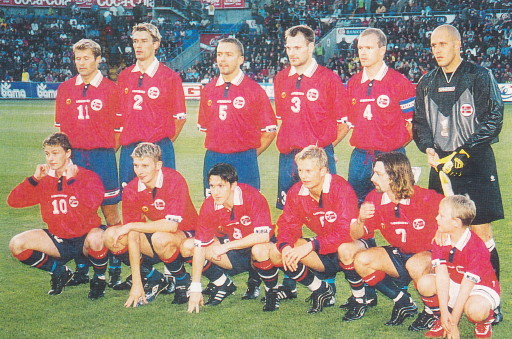Norway-98-99-UMBRO-home-kit-red-navy-navy-line-up.jpg