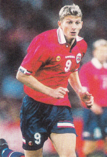 Norway-98-99-UMBRO-home-kit-red-navy-navy.jpg