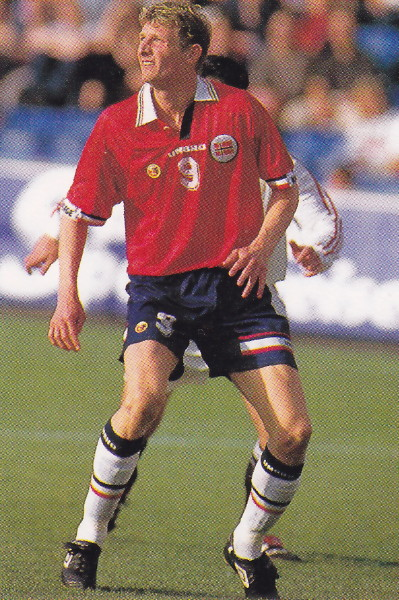 Norway-98-99-UMBRO-home-kit-red-navy-white.jpg
