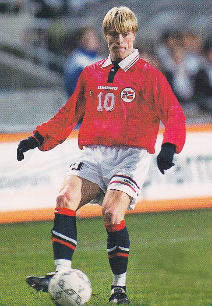 Norway-98-99-UMBRO-home-kit-red-white-navy.jpg