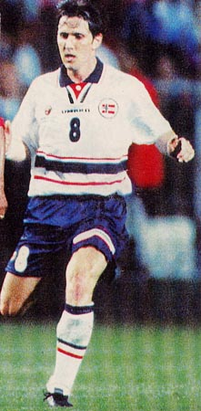 Norway-98-99-UMBRO-uniform-white-navy-white.JPG