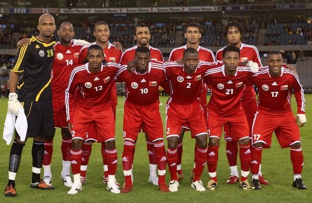 Oman-09-adidas-uniform-red-red-red-group.JPG