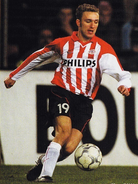 PSV-01-02-NIKE-first-kit-stripe-black-white-Dennis-Rommedhal.jpg