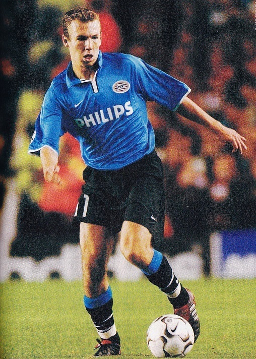 PSV-03-04-NIKE-second-kit-blue-black-black-Arjen-Robben.jpg