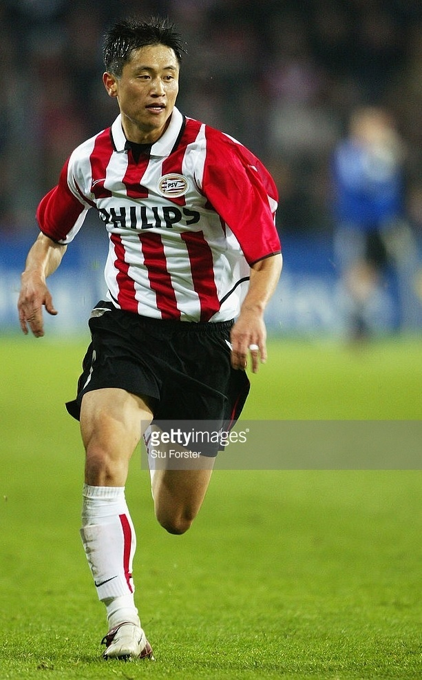 PSV-Eindhoven-2003-04-NIKE-home-kit-Lee-Young-Pyo.jpg
