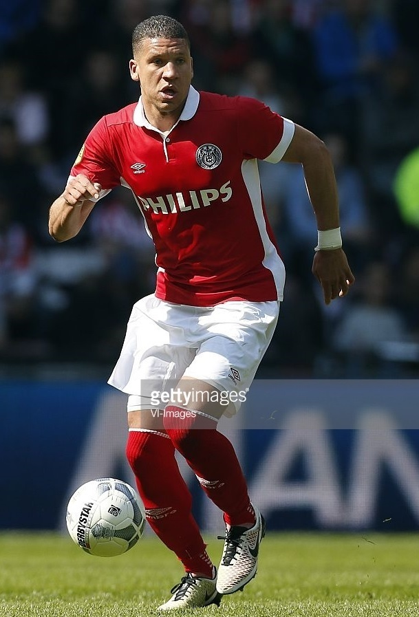 PSV-Eindhoven-2016-umbro-PHILIPS-supecial-kit-Jeffrey-Bruma.jpg