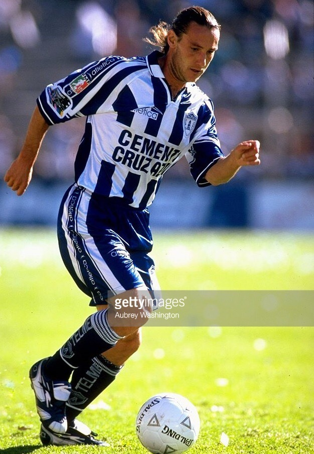 Pachuca-1999-2000-atletica-home-kit.jpg