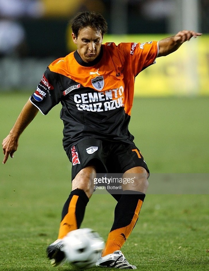 Pachuca-2006-07-PUMA-away-kit.jpg