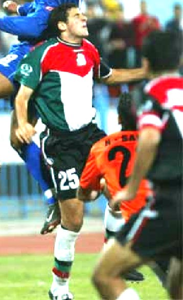 Palestine-02-03-TRAINING-home-kit-red-black-white.JPG