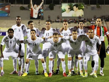 Palestine-10-DIADORA-away-kit-white-white-white-line-up.jpg