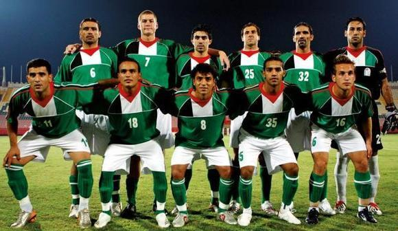 Palestine-2006-no-name-home-kit-green-white-green-line-up.jpg