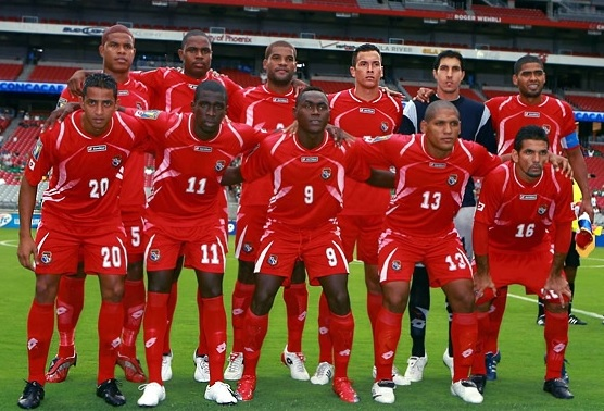 Panama-09-10-lotto-home-kit-red-red-red-line-up.jpg