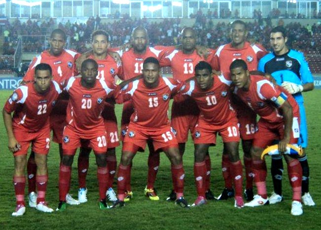 Panama-11-12-lotto-home-kit-red-red-red-line-up.JPG