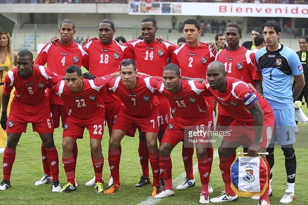 Panama-2011-lotto-home-kit-red-red-red-line-up.jpg