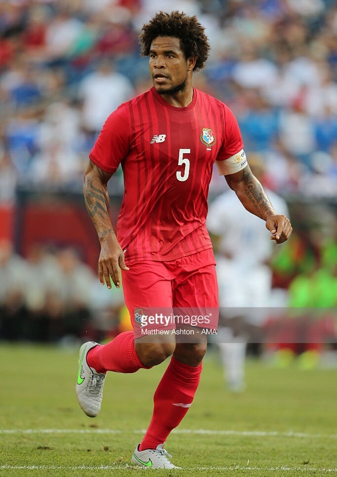 Panama-2015-NEW-BALANCE-gold-cup-home-kit-red-red-red.jpg