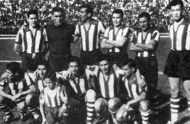 Paraguay-1950-kit-stripe-blue-stripe-line-up.jpg