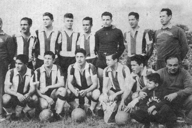 Paraguay-1958-kit-stripe-blue-white-line-up.jpg