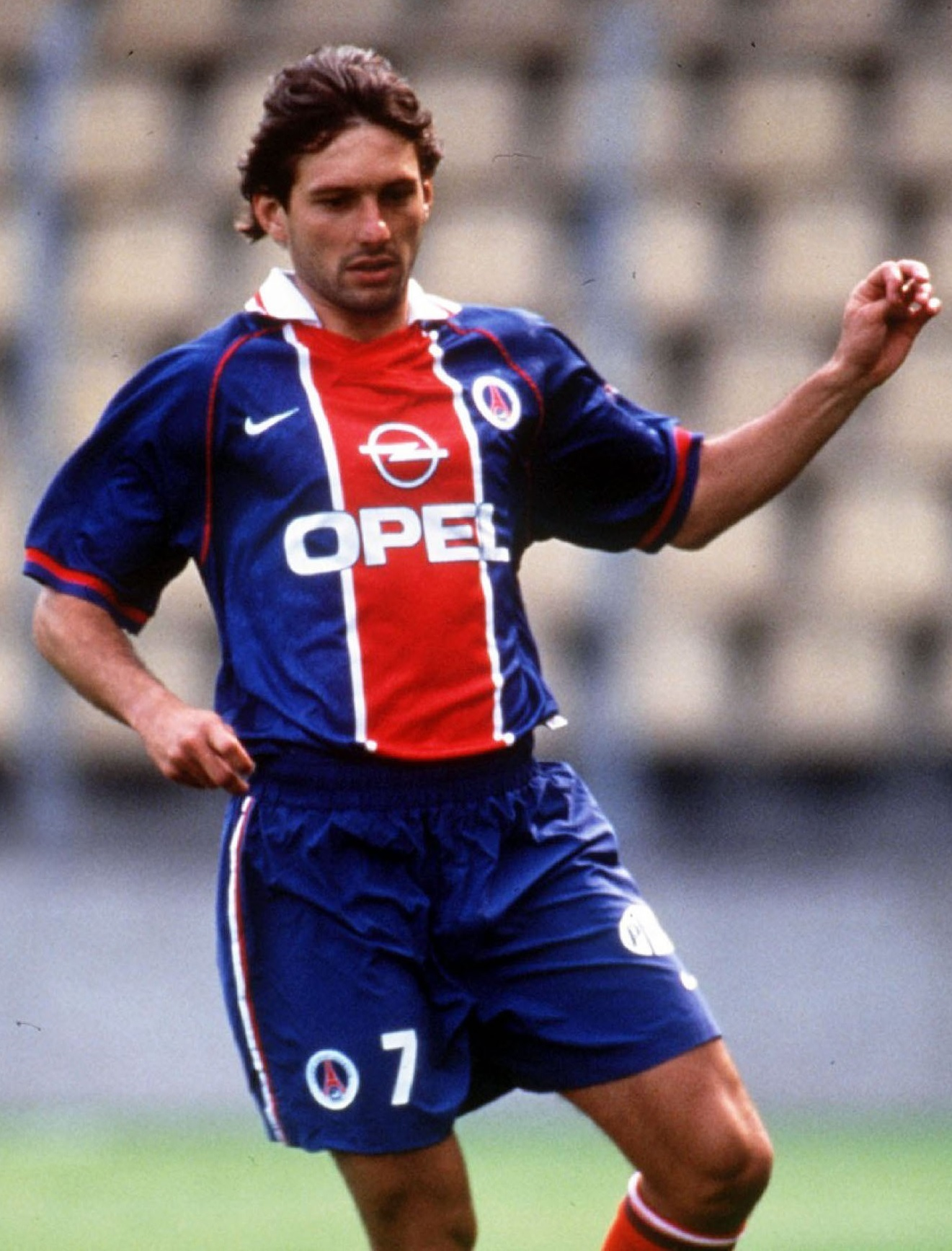 Paris-Saint-Germain-1996-97-home-kit-Leonardo.jpg