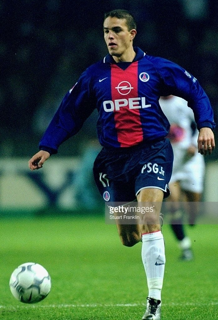 Paris-Saint-Germain-2000-01-NIKE-home-kit-Laurent-Robert.jpg