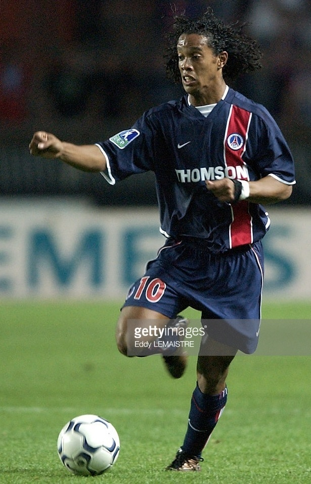 Paris-Saint-Germain-2002-03-home-kit-Ronaldinho.jpg