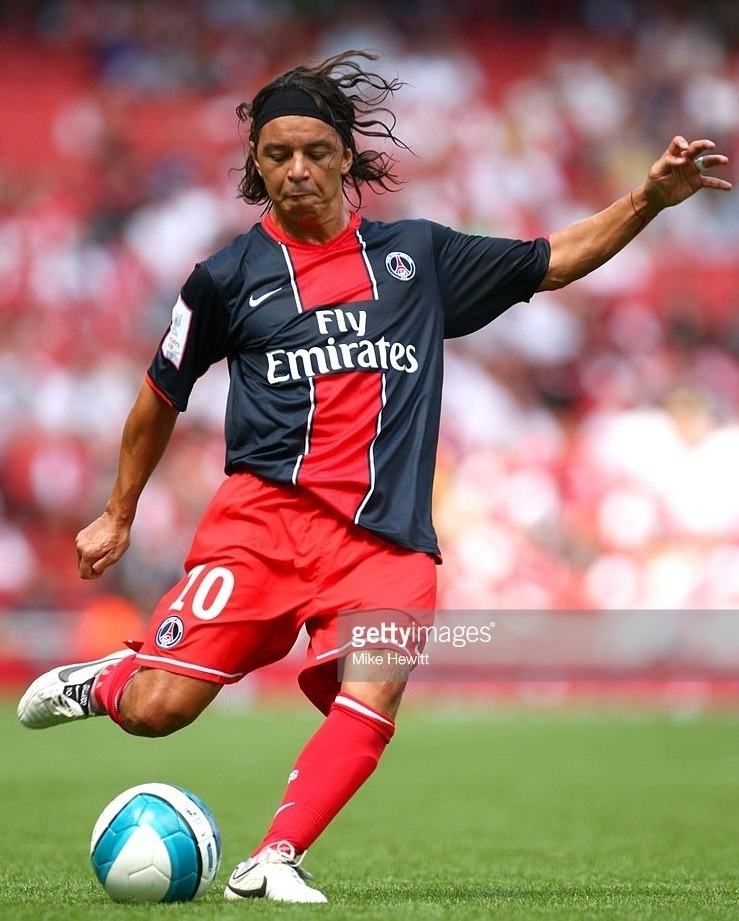 Paris-Saint-Germain-2007-08-NIKE-home-kit-Marcello-Gallardo.jpg