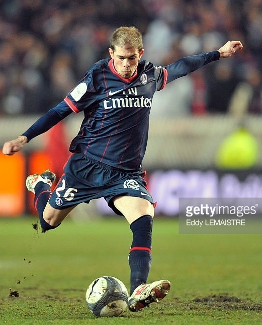Paris-Saint-Germain-2009-10-NIKE-home-kit.jpg