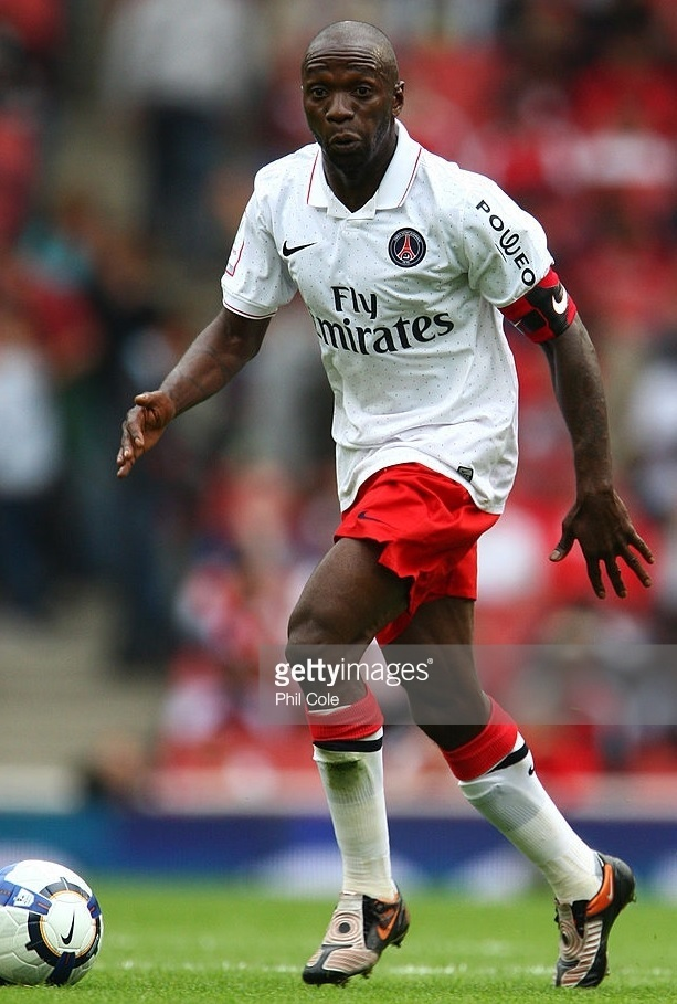 Paris-Saint-Germain-2009-10-away-kit-Claude-Makelele.jpg