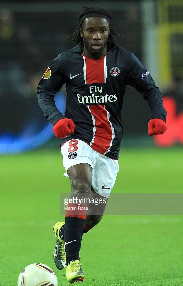 Paris-Saint-Germain-2010-11-NIKE-away-kit.jpg