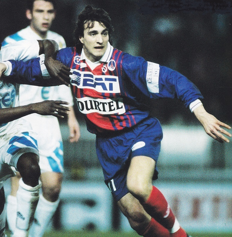 Paris-Saint-Germain-93-94-NIKE-first-kit-blue-blue-red-David-Ginola.jpg