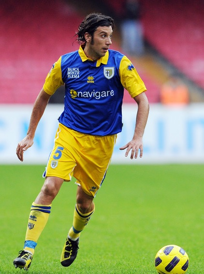 Parma-10-11-errea-second-kit-wblue-yellow-yellow-Cristian-Zaccardo.jpg