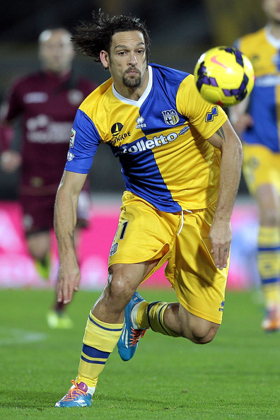 Parma-13-14-errea-second-kit-blue-yellow-yellow-Amauri.jpg