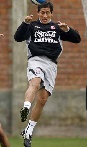 Peru-09-WALON-training-black-gray-white.JPG