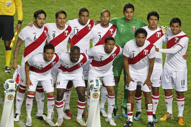 Peru-10-11-UMBRO-home-kit-white-white-white-line up.jpg