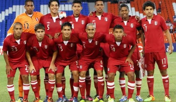 Peru-11-12-UMBRO-away-kit-red-red-red-line-up.jpg