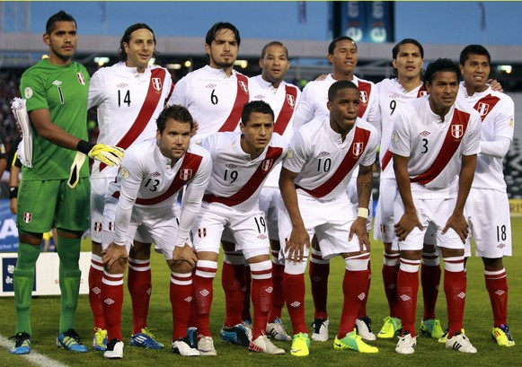 Peru-11-12-UMBRO-home-shirt-white-white-red-line-up.jpg