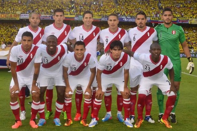 Peru-12-13-UMBRO-home-kit-white-white-red-line-up.jpg