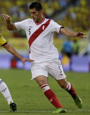 Peru-12-13-UMBRO-home-kit-white-white-red.jpg