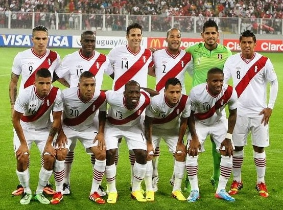 Peru-12-13-UMBRO-home-kit-white-white-white-line-up.jpg