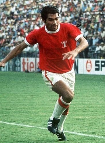 Peru-1970-world-cup-away-kit-red-white-white.jpg