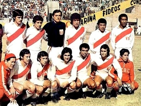 Peru-1975-copa-america-kit-white-white-white-group-photo.jpg