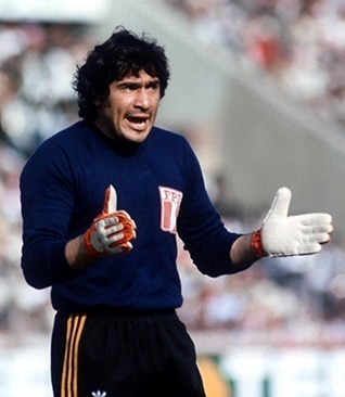 Peru-1978-adidas-GK-kit-navy-black-white.jpg