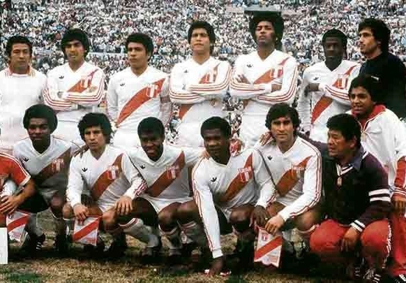Peru-1981-adidas-home-kit-white-white-white-line-up.jpg